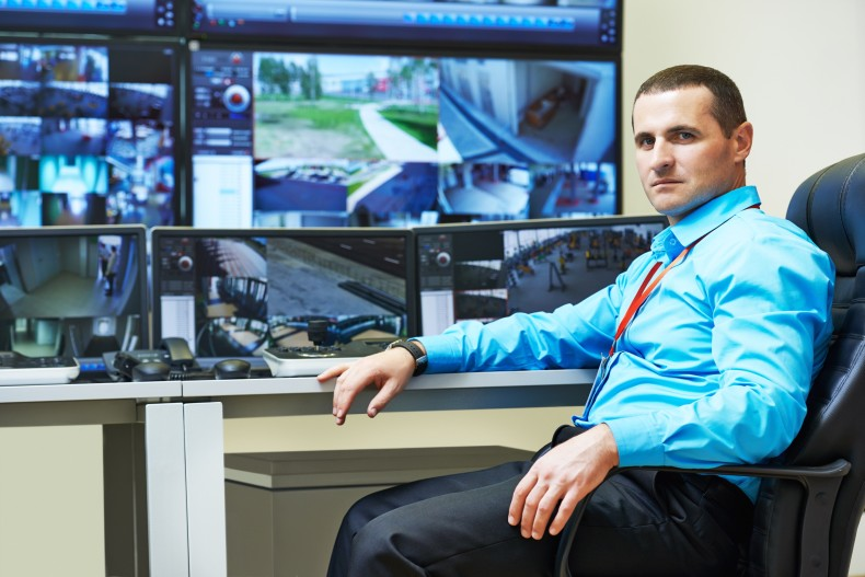 ¿Puedo supervisar a mis trabadores con cámaras de videovigilancia?