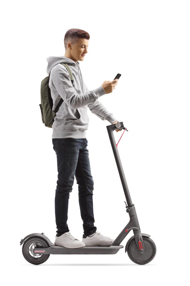 ¡Cuidado con el móvil y el patinete eléctrico!