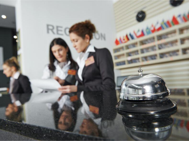 Contrato de Gestión Hotelera: compraventa y gestión de hoteles.