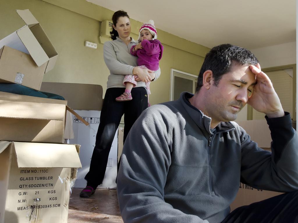 Las opciones más habituales de atribución del uso de la vivienda familiar en caso de custodia compartida son: atribución al progenitor más necesitado con una limitación temporal de su uso y, menos frecuente, el uso rotatorio de dicha vivienda familiar.