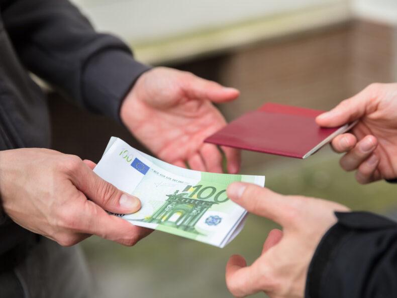 Extranjeros en situación irregular: ¿multa o expulsión?